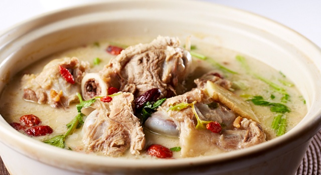 Classic Alberta Pork Bone Soup Base for Hotpot by Chef Raymond Cheung